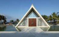 The Royal Santrian Luxury Beach Villas yang Penuh Kemewahan