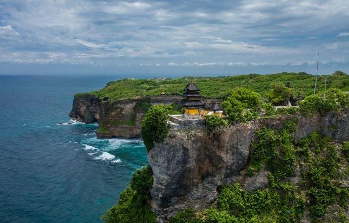 10 Hotel Murah dan Terbaik di Uluwatu Bali Harga 100 Ribuan