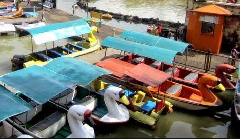 Foto dengan Menaiki Perahu Bebek