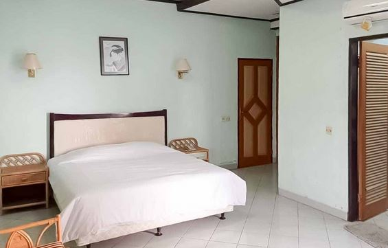 RedDoorz Plus near Tugu Mercusuar Anyer